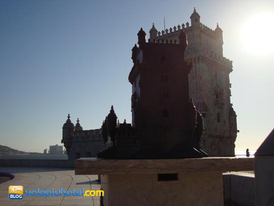 La torre di Belem e la piccola torre di Belem accanto