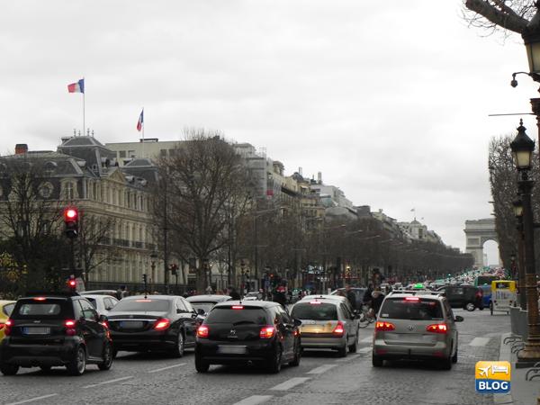 Arco di Trionfo da Avenue des Champs Elysee