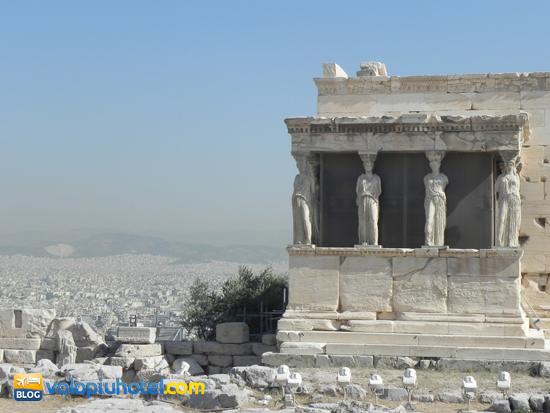 Il tempio delle Cariatidi ad Atene sull'Acropoli