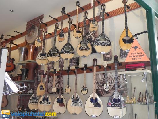 Negozio di strumenti musicali greci