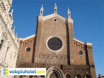 La Basilica di Ss. Giovanni e Paolo
