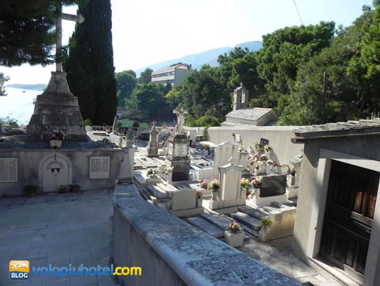 Altra immagine del Cimitero a Bol in Croazia