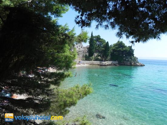 Isola di Brac la spiaggia al di sotto del Monastero Domenicano