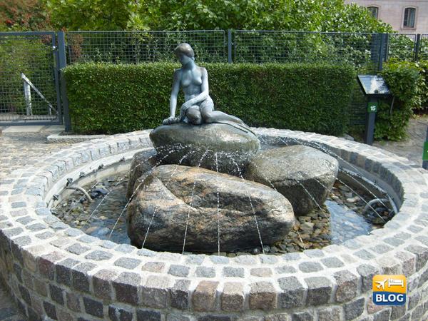 Copia della statua della Sirenetta nella fabbrica Carlsberg di Copenaghen