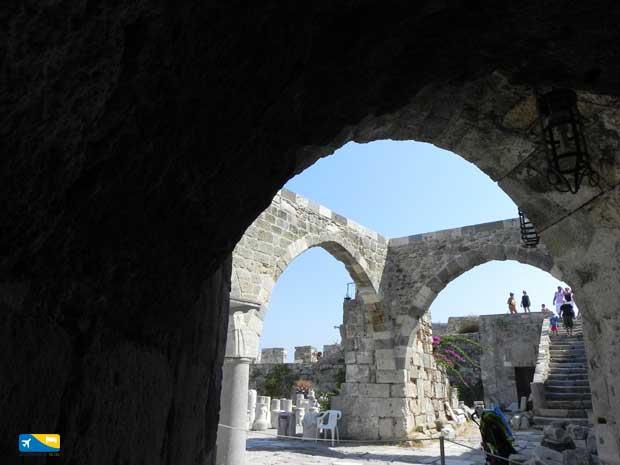 Esterno del Castello dopo il ponte