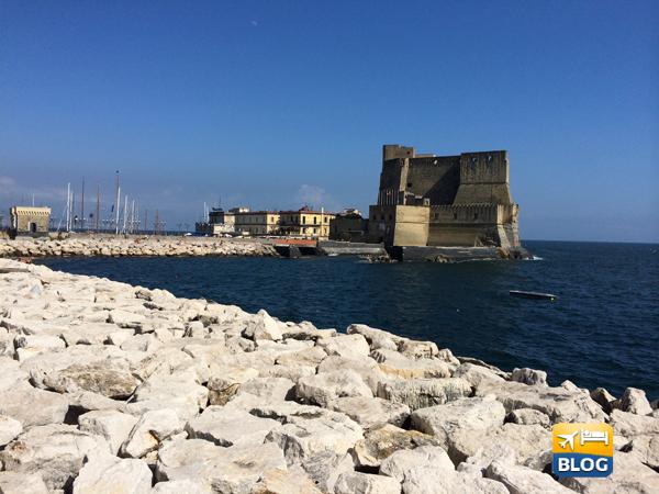 Castel dell'Ovo sul Lungomare di Napoli