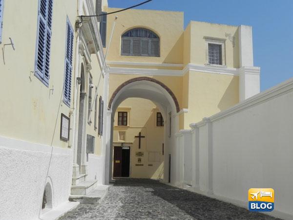 Il vicolo d'entrata della cattedrale