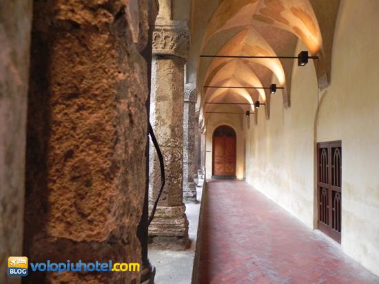 I portici illuminati del Chiostro di San Francesco a Sorrento