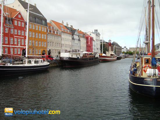 Il Nyhavn e le imbarcazioni a Copenaghen