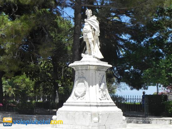 La statua di Schulenburg a Corfù