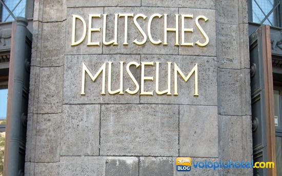 Entrata del Deutsches Museum a Monaco di Baviera