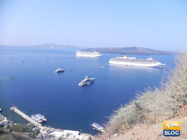 Nave Costa e Msc a Santorini