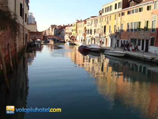 Il canale che divide il ghetto