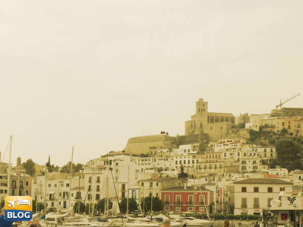 Veduta dal mare di Ibiza