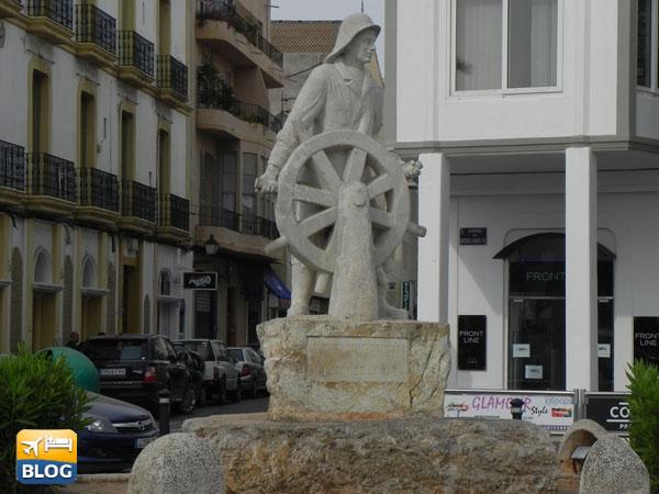 Il monumento al porto di Ibiza