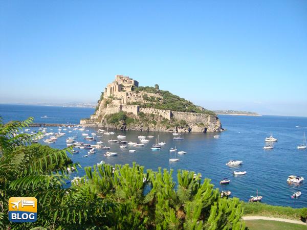 Altra veduta del castello Aragonese a Ischia durante una vacanza ad Ischia