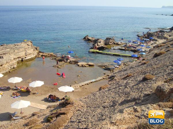Spiaggia di Kalithea a Rodi dall'alto