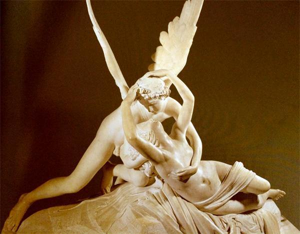 La statua di Amore e Psiche al Louvre