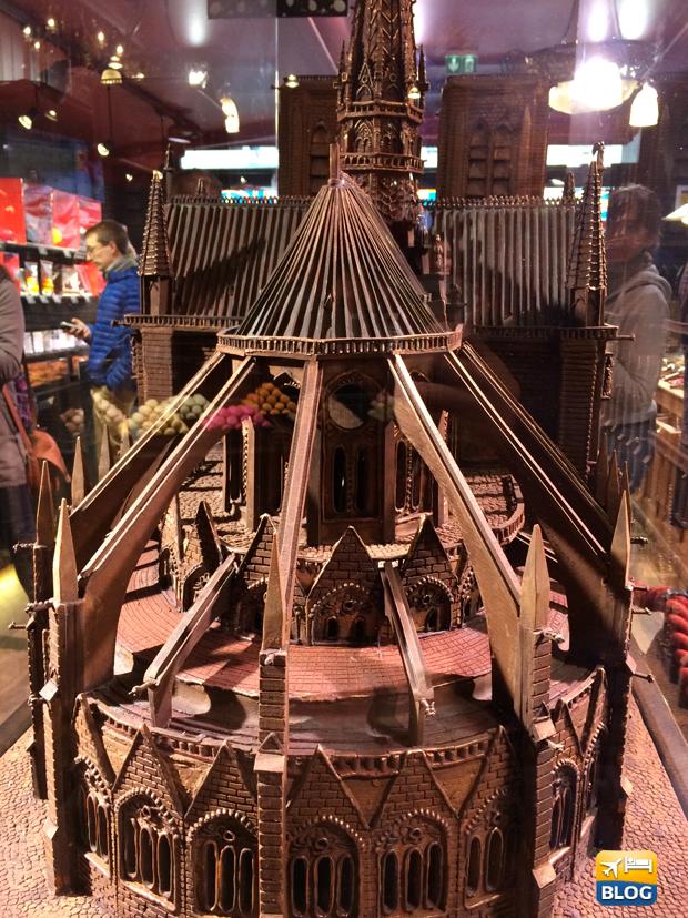 Scultura di cioccolato di Notre Dame