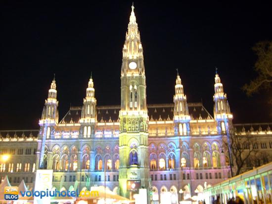 Rathausplatz durante i mercatini di Natale a Vienna
