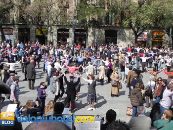 La Sardana tipica danza Catalana a Barcellona