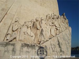 Altra veduta del monumento alle scoperte di Lisbona