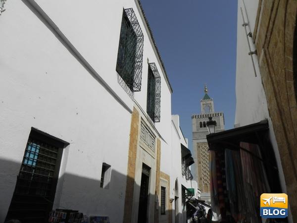 Ingresso alla moschea Hammouda Pacha di Tunisi