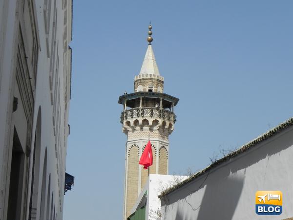 Il minareto della moschea vito da lontano