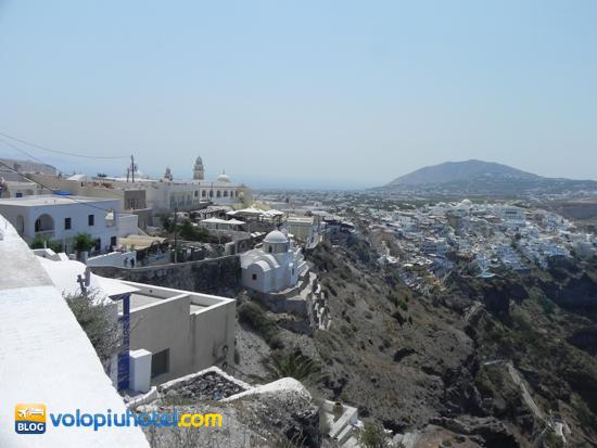 Veduta di Santorini dal museo archeologico di Thira