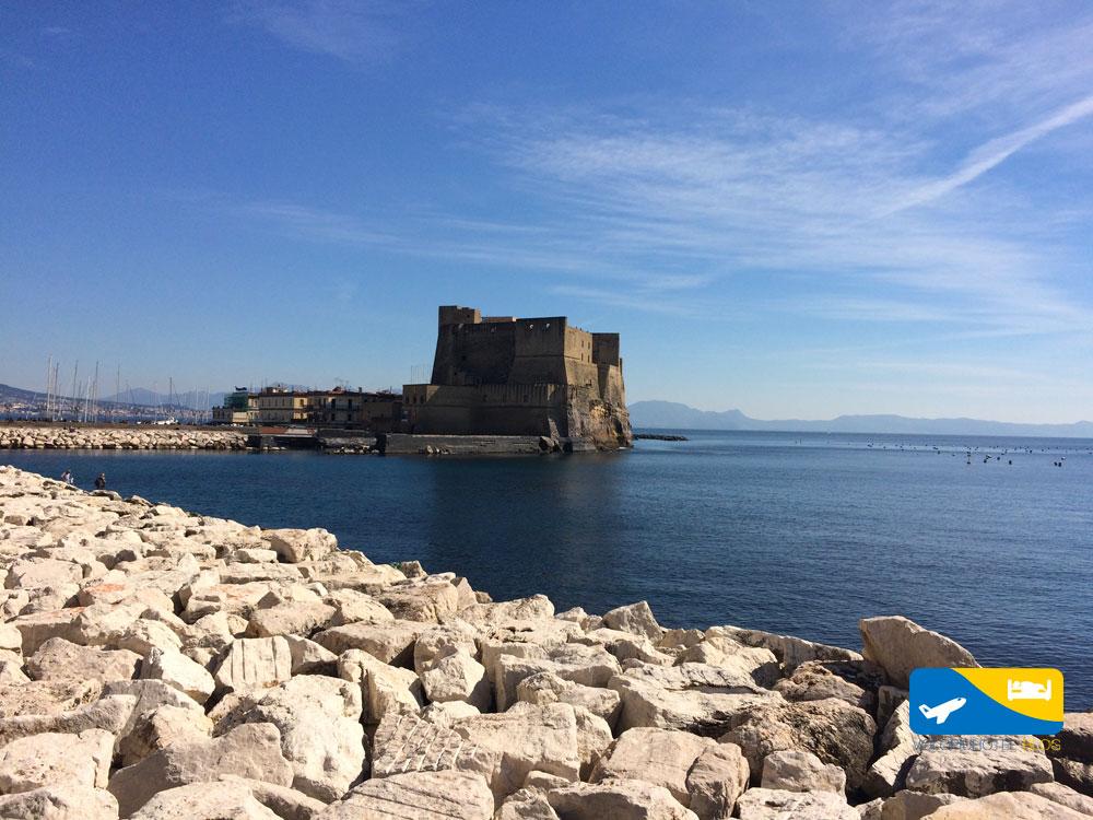 Castel dell'Ovo a Napoli sul lungomare