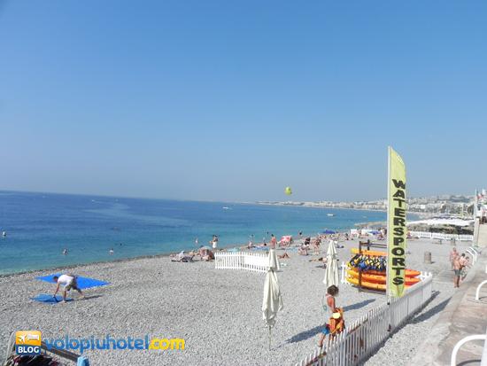 Spiaggia libera sulla Promenade des Anglais