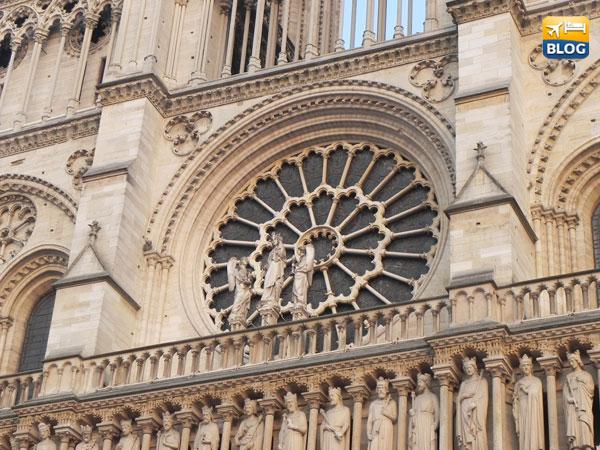 Rosone centrale della Cattedrale di Notre-Dame a Parigi