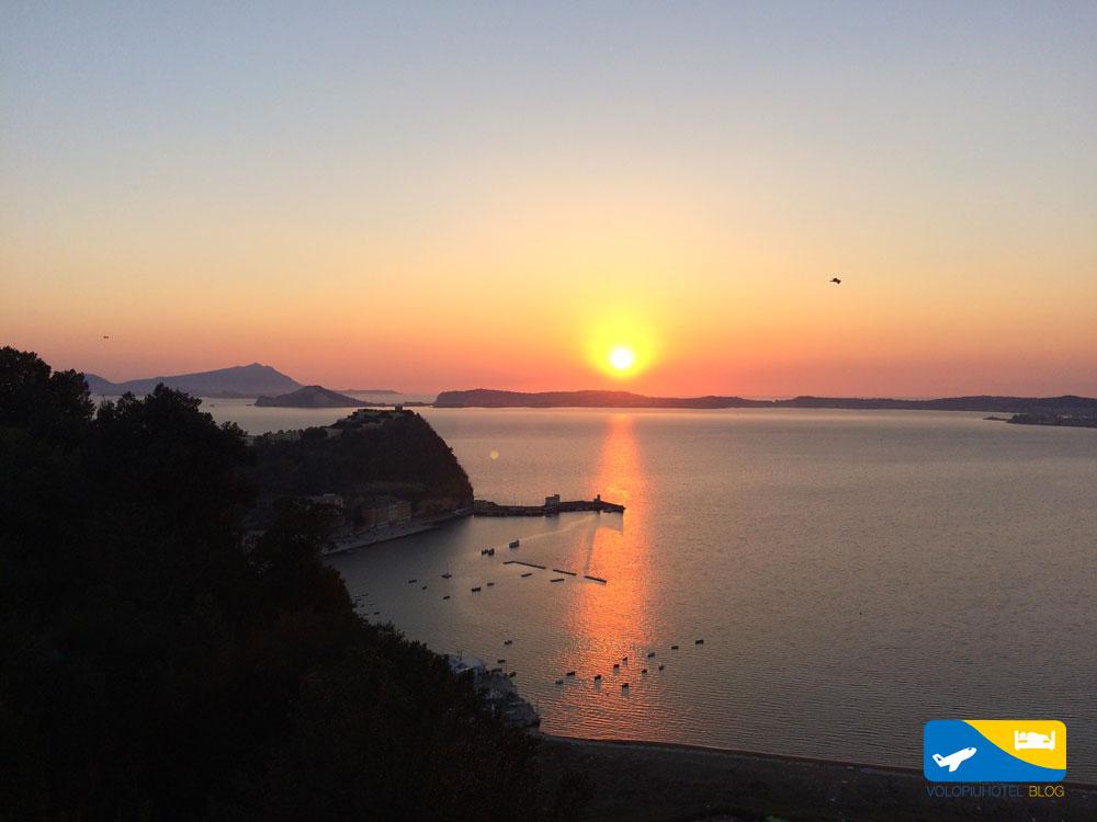 Panorama e tramonto dal Parco Virgiliano di Napoli
