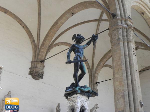 Statua di Perseo con la testa di Medusa in Piazza della Sigonoria