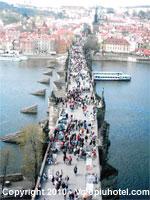 Veduta dallalto di Ponte Carlo