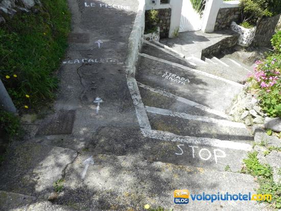 Il percorso che porta alle piscine naturali di Ponza