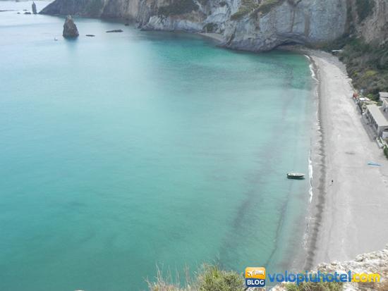 Spiaggia del Frontone a Ponza