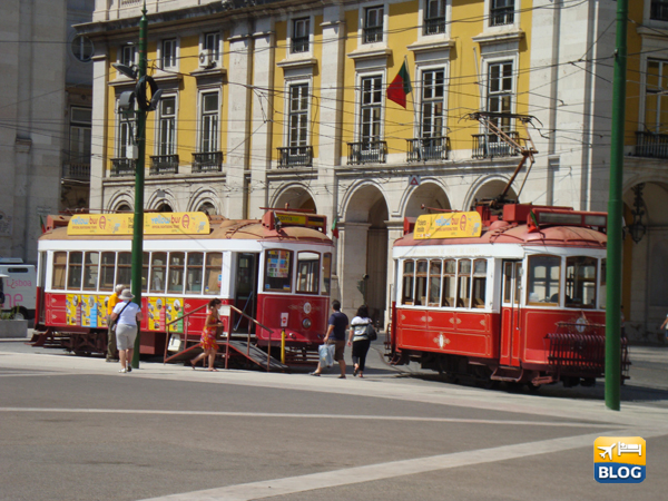 Tram di Lisbona a Praca do Commercio