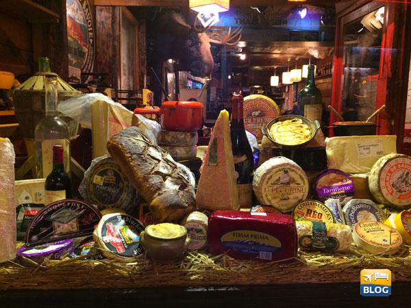 Varietà di formaggi al quartiere Latino