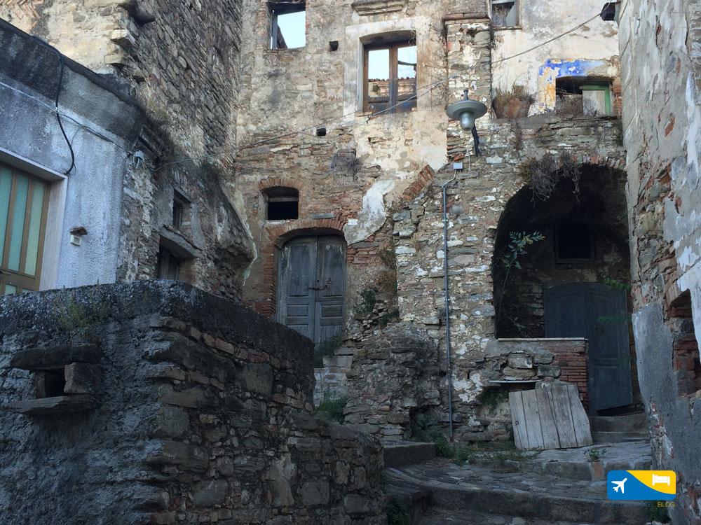 Alcune rovine nella Rabatana di Tursi