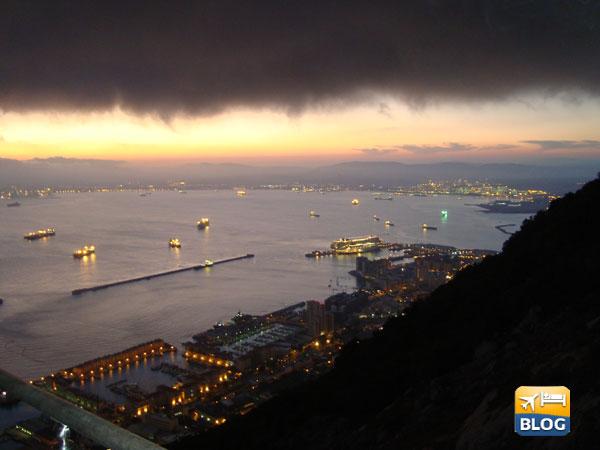 La rocca di Gibilterra di sera
