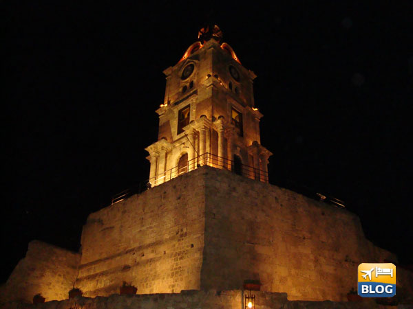 Roloi Clock Tower Rodi di notte