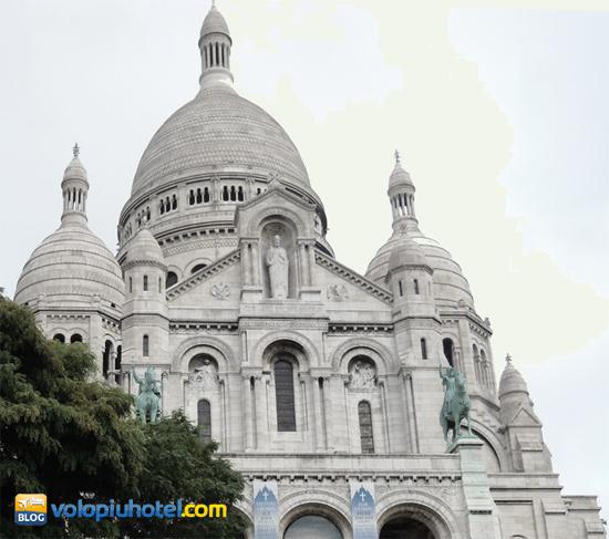 Facciata del Sacro Cuore a Parigi
