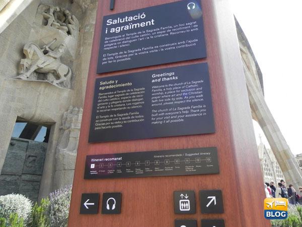 Pannello informativo fuori alla Sagrada Familia