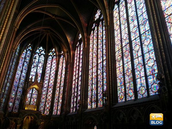 Vetrate all'interno della Sainte Chapelle di Parigi