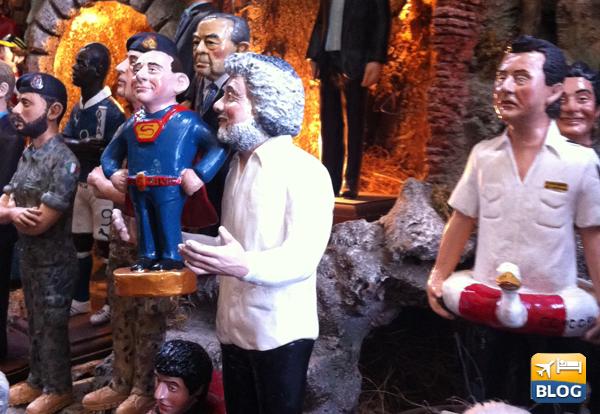 Statuine di Beppe Grillo e Schettino