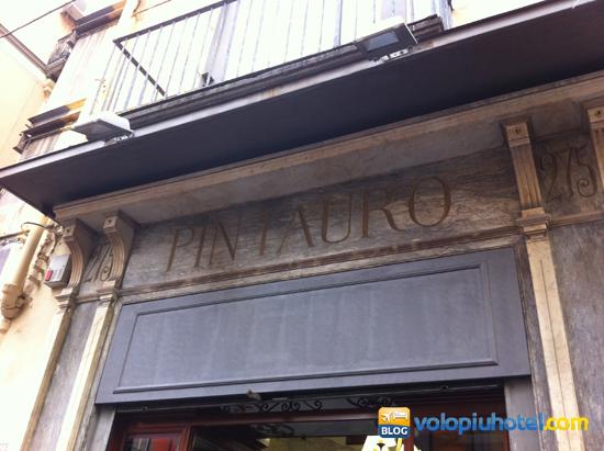 Insegna di Pintauro a Napoli