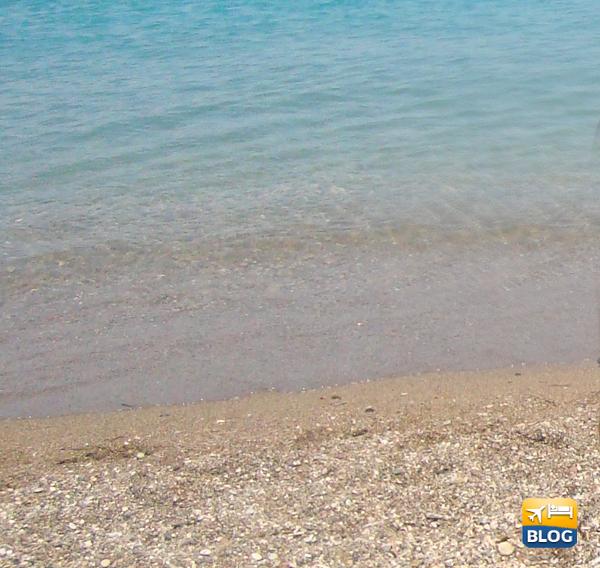 Acqua della spiaggia di Elli a Rodi