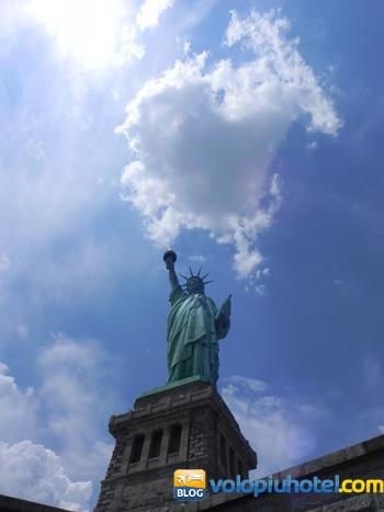 Altra veduta della statua