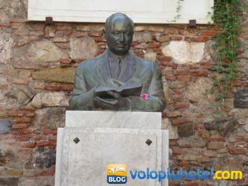 Busto di Juan Tamboury Alvàrez